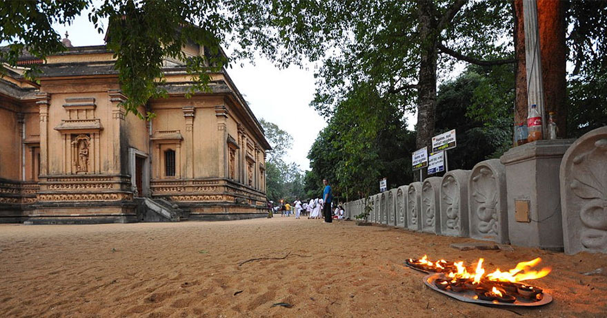 Buddhist Tour – Journey into 16 sacred places of worship (Solosmasthana) in Sri Lanka-3. Worship at the most sacred