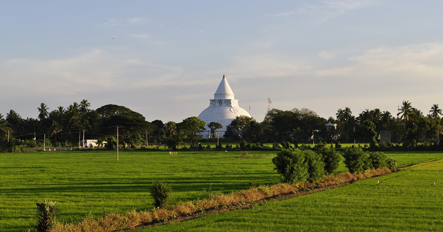 Buddhist Tour – Journey into 16 sacred places of worship (Solosmasthana) in Sri Lanka-8. Worship the largest stupa in the southern region of Sri Lanka,